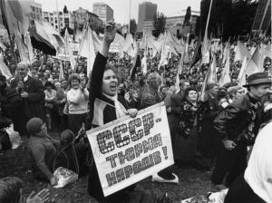 В сентябре 1990 года в Киеве возле Республиканского стадиона.