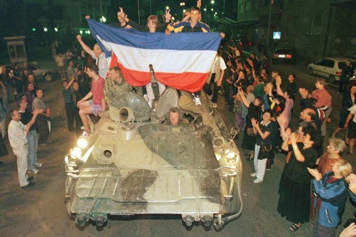 Вступление российских войск в Приштину. / Getty Images