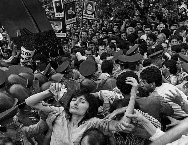 """""""Мир между народами"""" по-горбачёвски: конфликт в Нагорном Карабахе"""