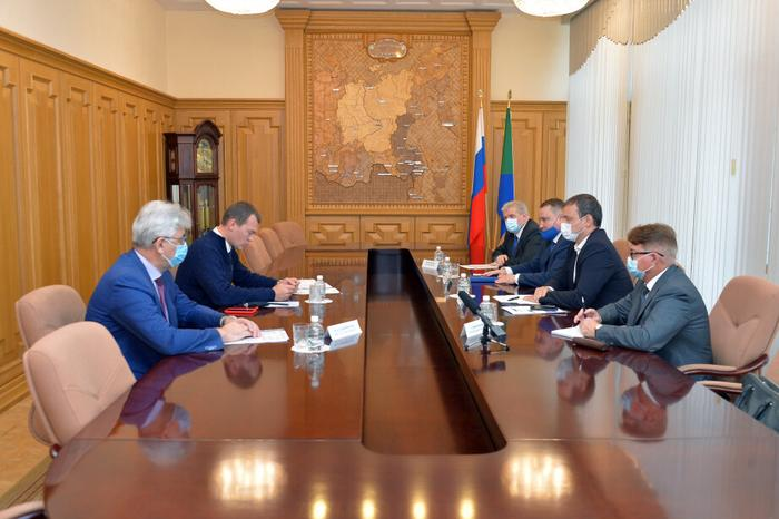 Михаил Дегтярев в администрации Хабаровского края фото из открытых источников