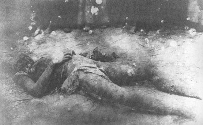 Труп полковника Франина, замученного в херсонской ЧК в доме Тюльпанова на Богородской улице, где находилась херсонская чрезвычайка.