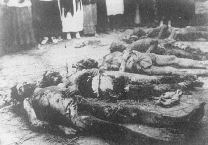 Трупы заложников, найденные в херсонской ЧК в подвале доме Тюльпанова.