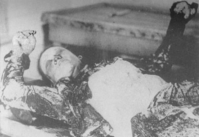 Пермь. Станция Георгиевская. Труп женщины. Три пальца правой руки сжаты для крещения.