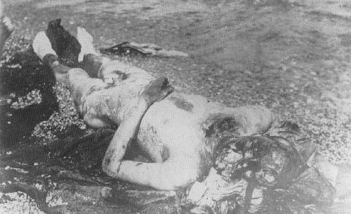 Енисейск. Пленный казачий офицер, зверски убитый красными (сожжены ноги, руки и голова).