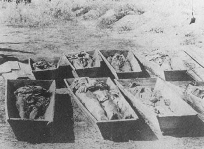 Одесса. Перезахоронение жертв из братских могил, раскопанных после ухода большевиков.