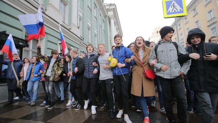 «Единая Россия» готовит штрафы за вовлечение подростков в несанкционированные митинги