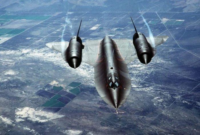 Стратегический разведывательный самолет Lockheed SR-71 Blackbird. | Фото: warhistoryonline.com.