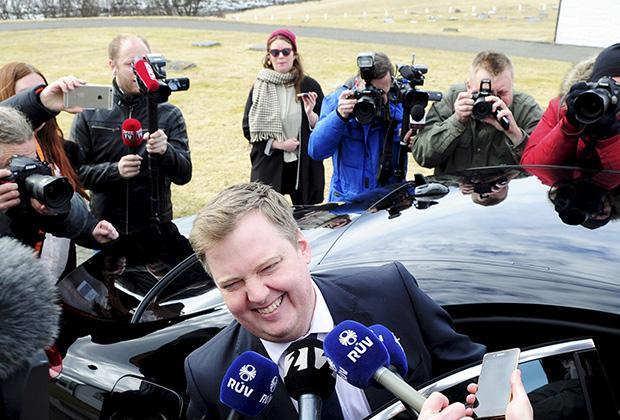 5 апреля 2016 года, Сигмундур Давид Гюннлёйгссон только что потребовал у президента распустить парламент