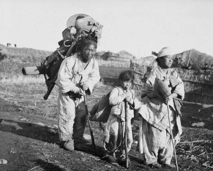 Семья корейских беженцев. 1904
