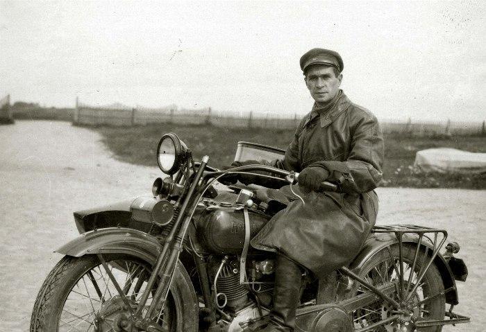 Красноармейцы на мотоциклах - дело весьма обычное, как оказалось. /Фото: moiarussia.ru