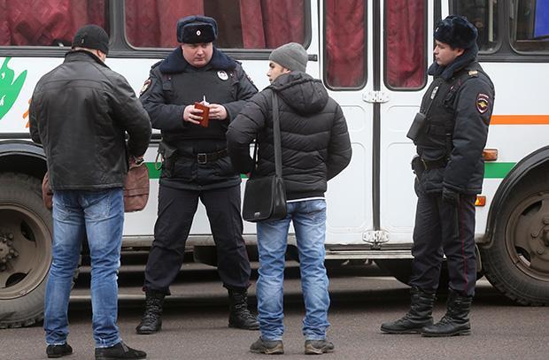 Профилактические работы сотрудников полиции. Фото: Сергей Фадеичев/ТАСС