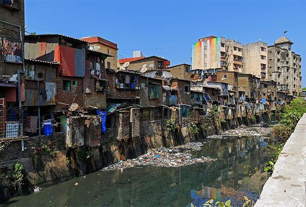 Дхавари — трущобы в Мумбаи, где с конца XIX века живут далиты