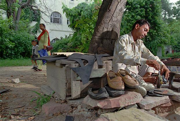Сува Лал, сапожник-далит в Нью-Дели