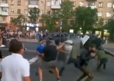 Добкин: ОМОН в Минске защищает не Лукашенко, а свою страну и свой народ
