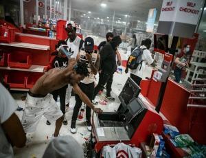 Крупные ритейлеры закрывают свои магазины в США
