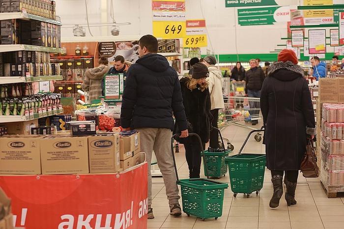 Дети в тележках, собаки на руках и колбаса среди зефира: шесть привычек покупателей, которые бесят сотрудников супермаркетов