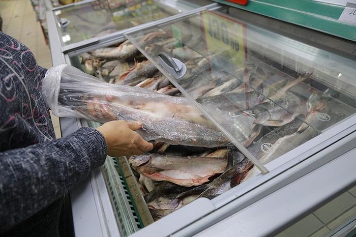 Дома все закрывают свои холодильники на автомате. Почему в магазине этого не делают? Фото: Мария ЛЕНЦ