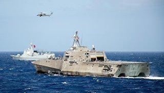 Корабль ВМС США LCS Coronado во время учений стран Азиатско-Тихоокеанского региона в Тихом океане. Архивное фото