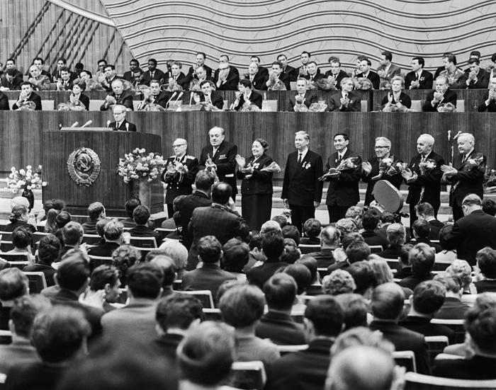 Торжественный пленум ЦК ВЛКСМ, посвященный 50-летию комсомола