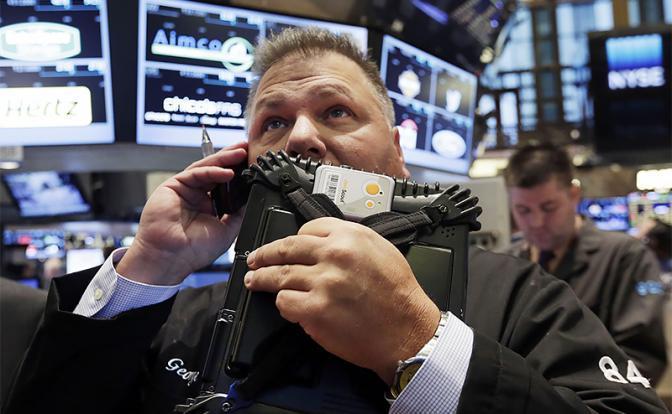 Тень великого кризиса: На биржах начали топить рубль