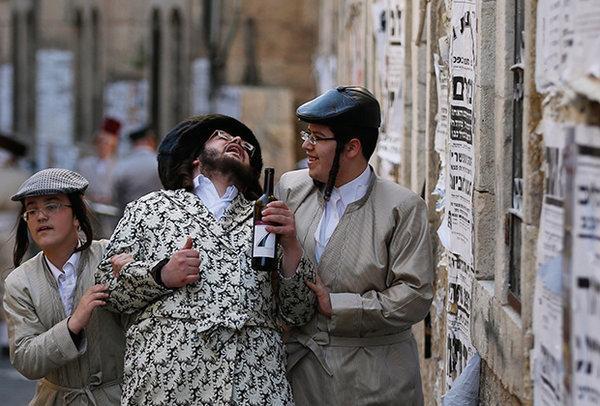Празднование Пурима в иерусалимском квартале Меа Шеарим