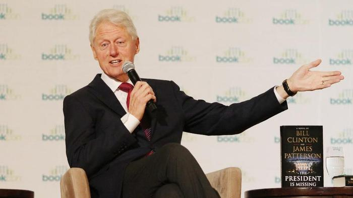 Дебютный роман Билла Клинтона побил рекорды в первые дни продаж