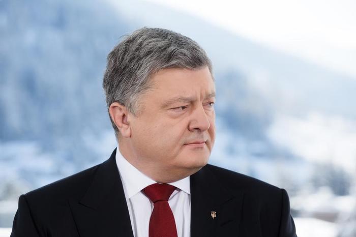 УкроСМИ: Порошенко могут свергнуть в День защитника Украины
