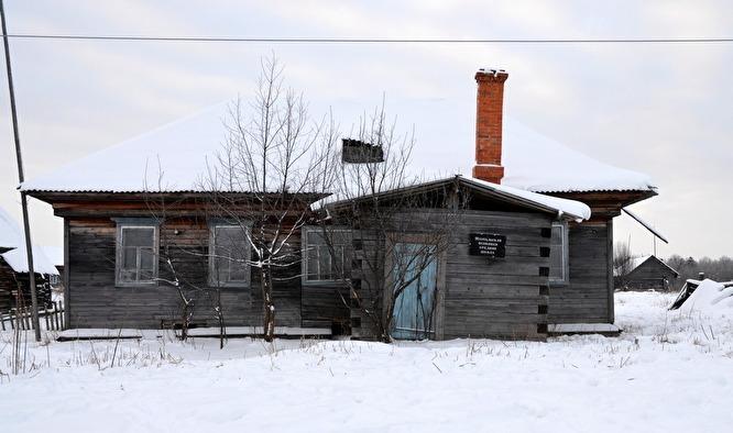 Школу закрыли в 1998 году