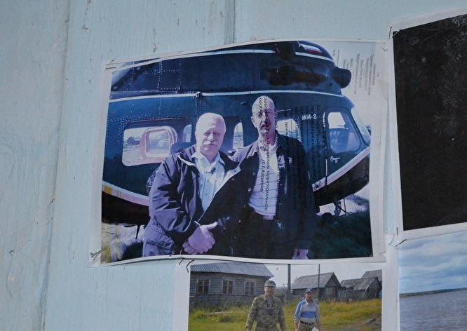 Леонид Якубович в Шантальской никогда не был. Его фото, распечатанное на оборотке, поместили в красном уголке клуба после того как с ним случайно сфотографировался кто-то из местных