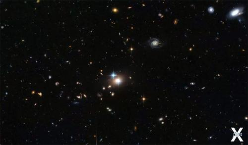 Двойной квазар Q0957+561 / Фото: Хаббл