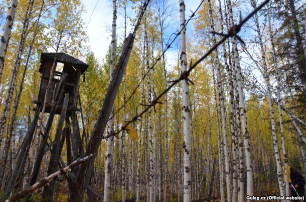 Сторожевая башня в одном из заброшенных лагерей ГУЛАГа