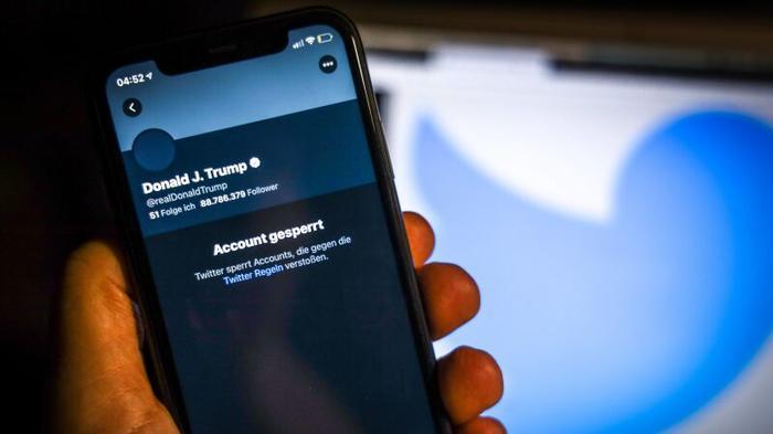 Facebook и Twitter открыли эпоху цензуры в Cети и уничтожили свободный Интернет