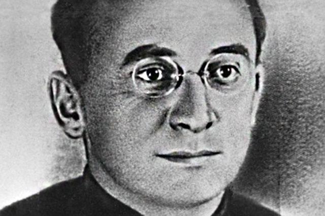 Репродукция портрета Народного комиссара внутренних дел СССР Лаврентия Берия.