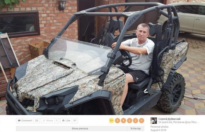 Сергей Дубинский в мотовездеходе Can-Am Commander XT, наверняка перед его домом. Фото загружено 4 августа 2016 года. Скриншот: bellingcat.com
