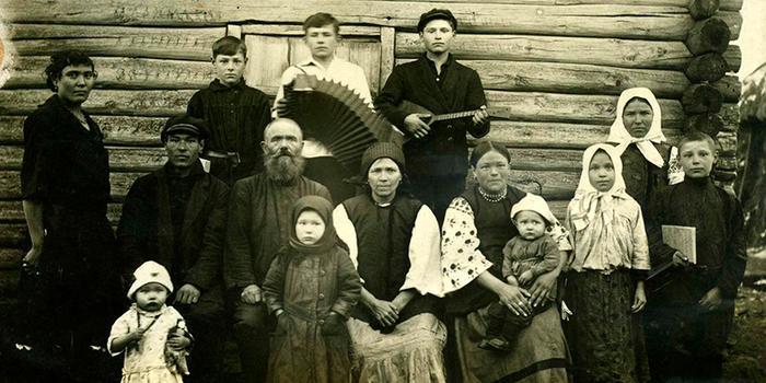 Фотография крестьянской семьи конца 19 - начала 20 в.