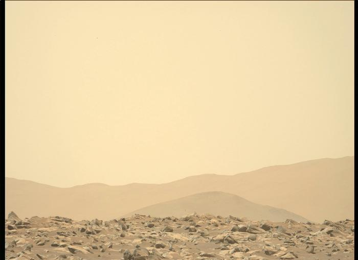 """Кадр, снятый """"Персеверансом"""". Видна земная атмосферная дымка."""