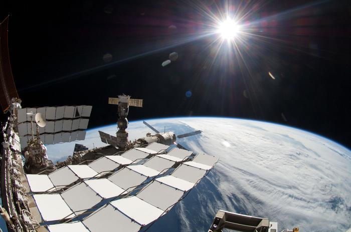 Солнце в кадре. Снимок с МКС.
