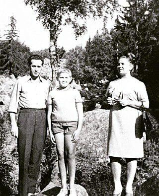 Юрий Стоянов с родителями. Фото: Instagram /yuristoyanovfan