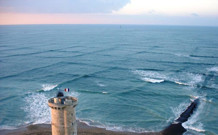 Маяк Phare des Baleines, Франция. Удивительный эффект волн без фотошопа, природа, удивительные фото, человек