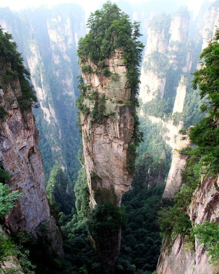 Китайская гора Цзянькуньчжу, которая стала вдохновением для пейзажей фильма «Аватар» без фотошопа, природа, удивительные фото, человек