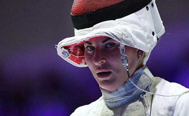 Женская сборная России завоевала золото на этапе КМ по фехтованию в Польше
