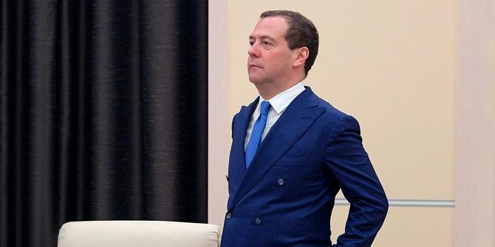 Медведев прямо перед отставкой распорядился потратить 127 млрд рублей