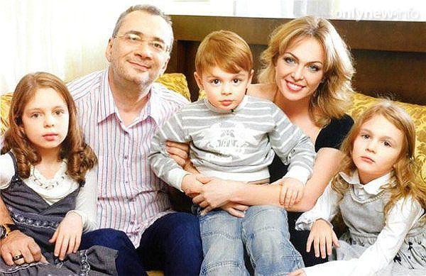 Меладзе с семьей