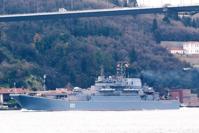 В Черном море уже сосредоточенно 11 больших десантных кораблей и 8 десантных катеров