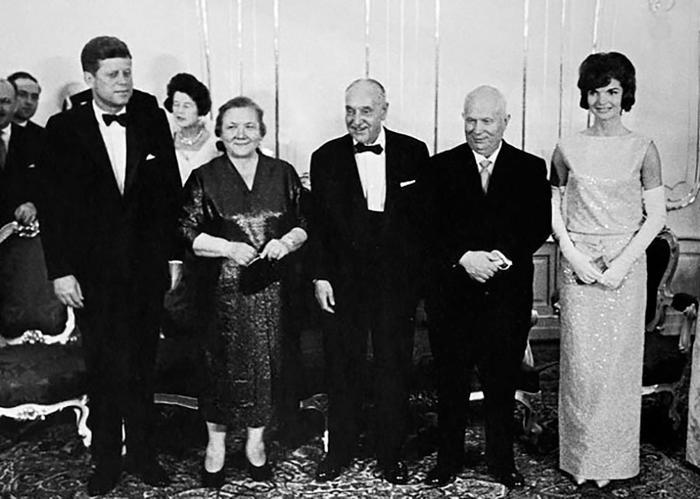 Хрущёв и Кеннеди со своими жёнами.