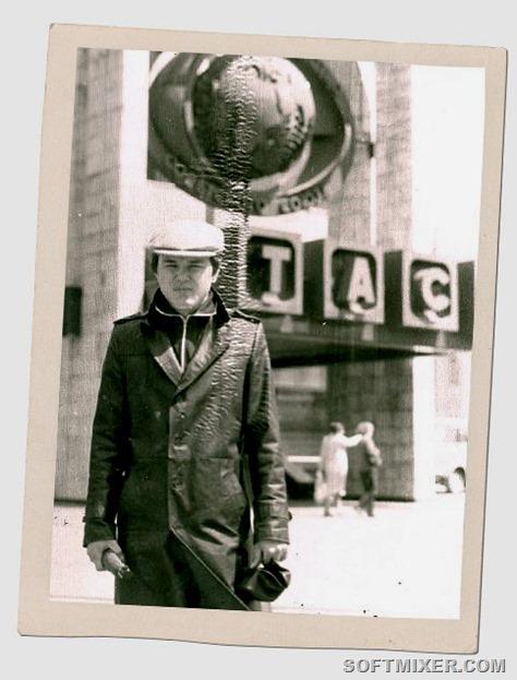 В 1979-м я как раз отслужил в армии и поступил на первый курс журфака МГУ.  Фотография сделана, когда мы гуляли от факультета вверх по Большой  Никитской. На ... 9f756b2e4c6