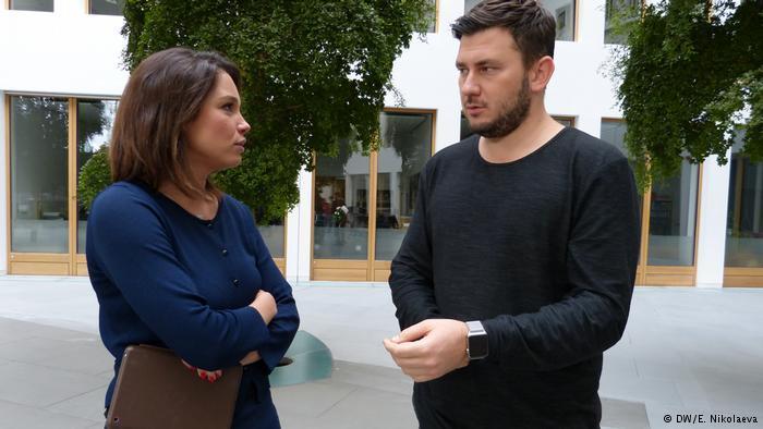 Жанна Немцова и Дмитрий Глуховский перед записью интервью в Берлине
