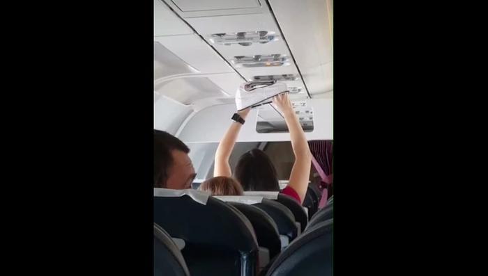 Порно подъезде секс с пассажиркой самолета фото секс постели