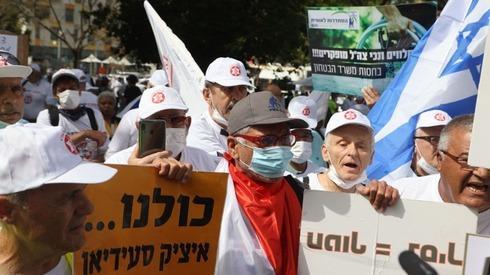 ארגון נכי צה ל בהפגנת מחאה נגד הטיפול בנכי צה ל ותמיכה באיציק סעידיאן מול הקריה בתל אביב