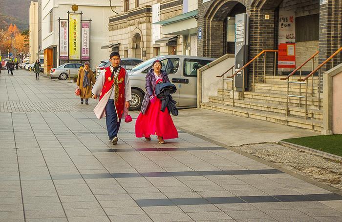 как одеваются в южной кореи люди считают